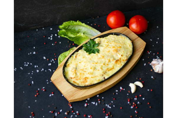 Сковородочка с картофелем, свининой, грибами и сыром